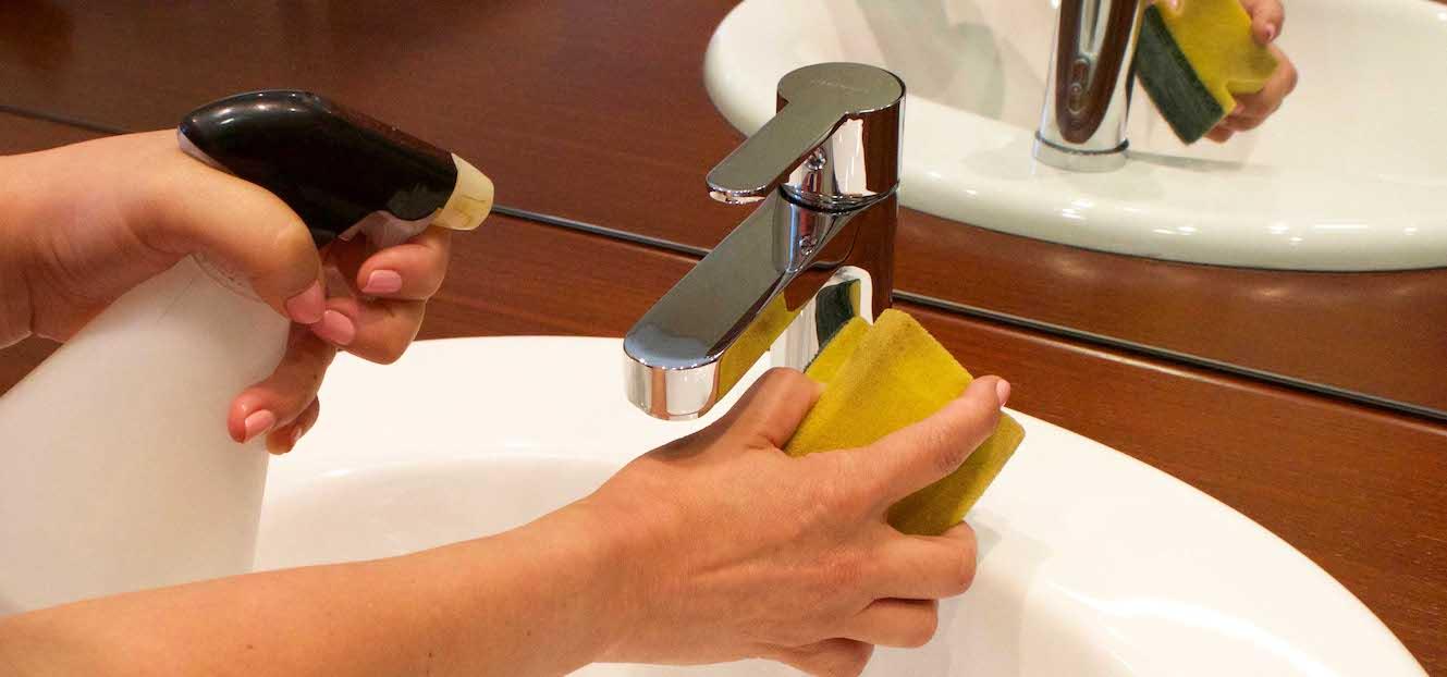 Trucos para limpiar la cal en tus grifos grifer a clever for Como quitar la cal de los grifos